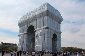 """L'Arc de Triomphe emballé par Christo : """"c'est de l'art, ça ?"""" Ou la question de celui qui regarde..."""